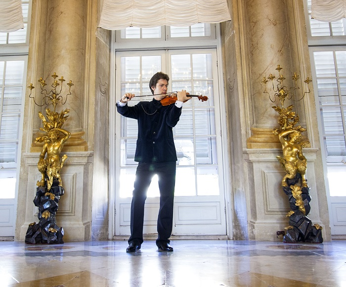 Guided tour and concert with Paganini's music,  a special way to visit Genoa. During the tour of Palazzo Bianco, Palazzo Rosso and Palazzo Tursi  you will listen the famous music for violin by Paganini.
