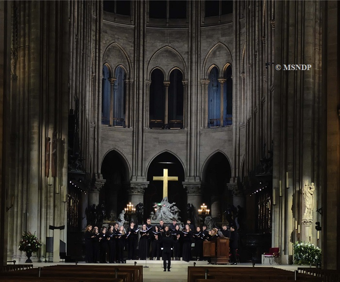 Maîtrise Notre-Dame de Paris, boys, young and adult choirs - Yves Castagnet, orgue - Henri Chalet, direction