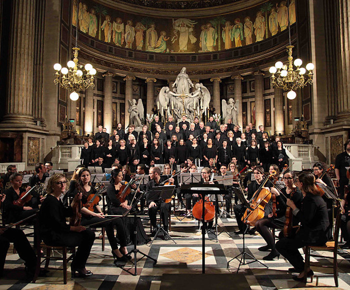 In the beautiful Trinity Church, attend an exceptional concert of classical music! Under the direction of Jean-Charles Dunand and his soloists, the Tempestuoso Choir accompanied by the Orchestra presents a program of sacred music