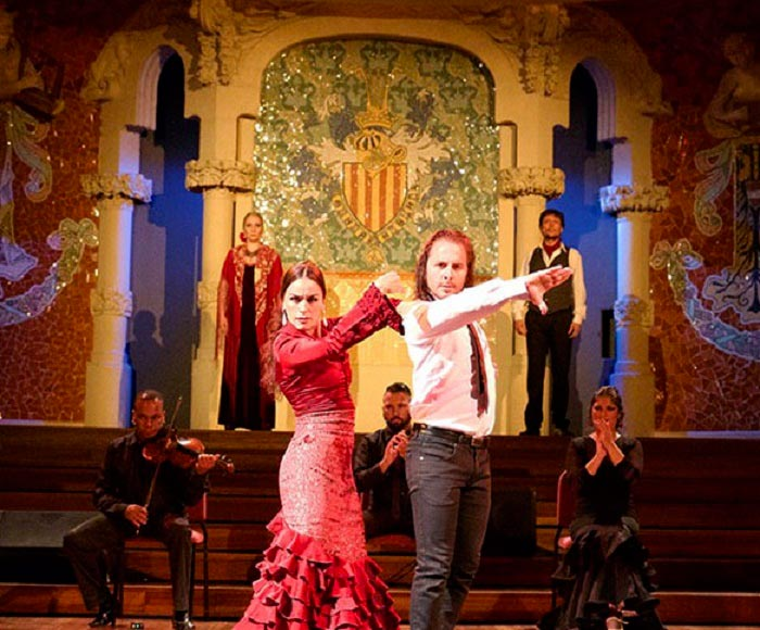 A show that is unique in its fusion of the beauty of opera with the passion of flamenco.