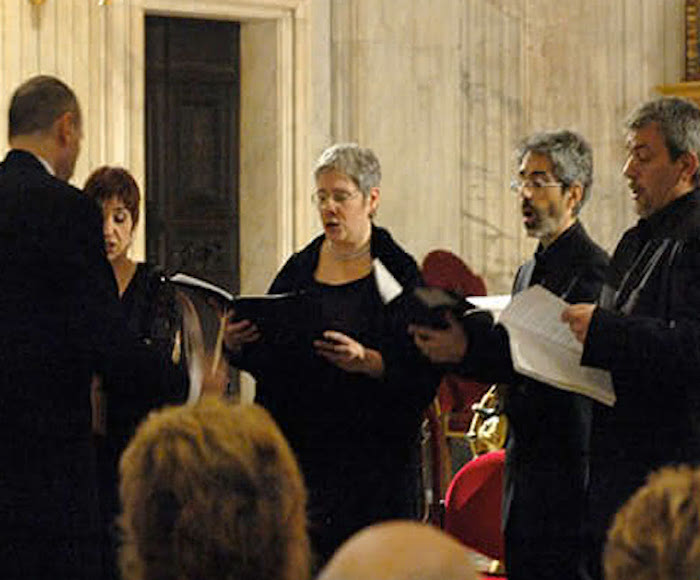 Music of the Sistine Chapel performed live by Schola Romana Ensemble in Sant'Agnese in Agone church in Rome. Continue your experience with the tastes of Rome